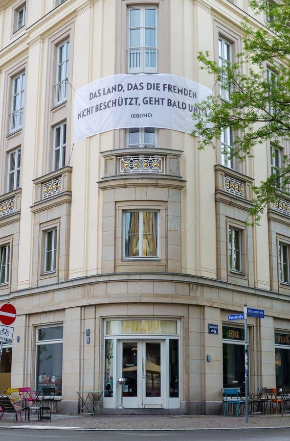 Θέατρο Schauspiel στη Λειψία, Γερμανία Εξωτερική χαμηλή άποψη γωνίας στοκ φωτογραφίες