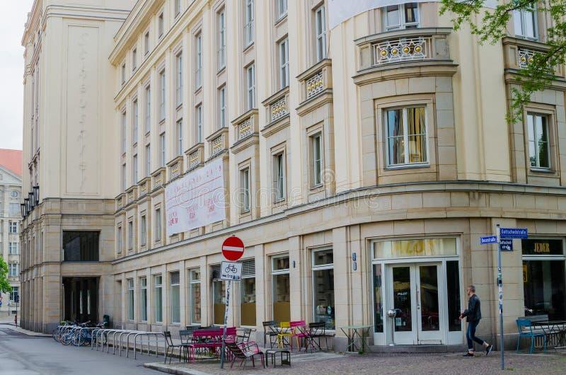 Θέατρο Schauspiel στη Λειψία, Γερμανία Εξωτερική χαμηλή άποψη γωνίας στοκ εικόνες