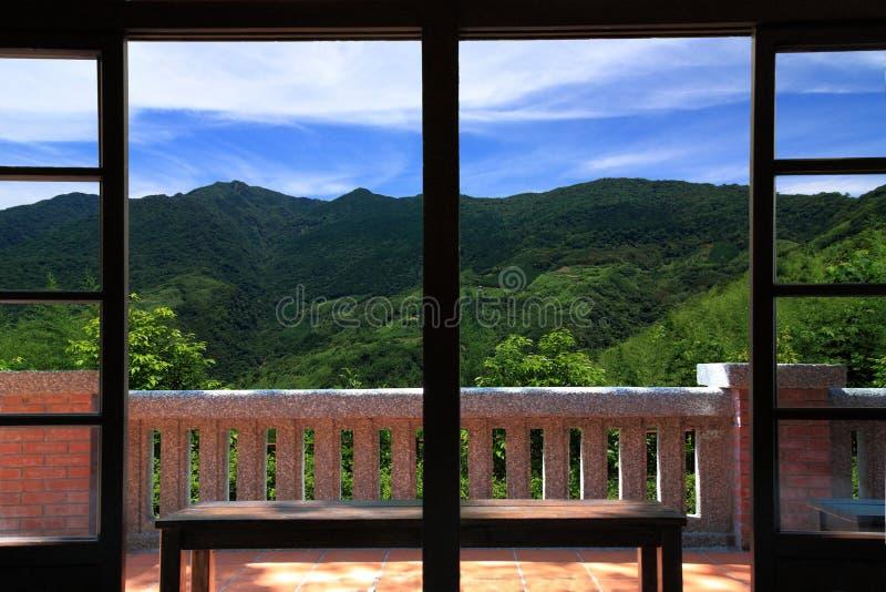 θέα βουνού τοπίων μπαλκον& στοκ εικόνες