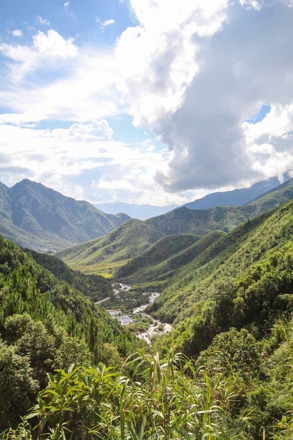 Θέα βουνού τοπίων Sapa, περιοχή Sapa, λαοτιανή επαρχία CAI, βορειοδυτικό Βιετνάμ στοκ εικόνα