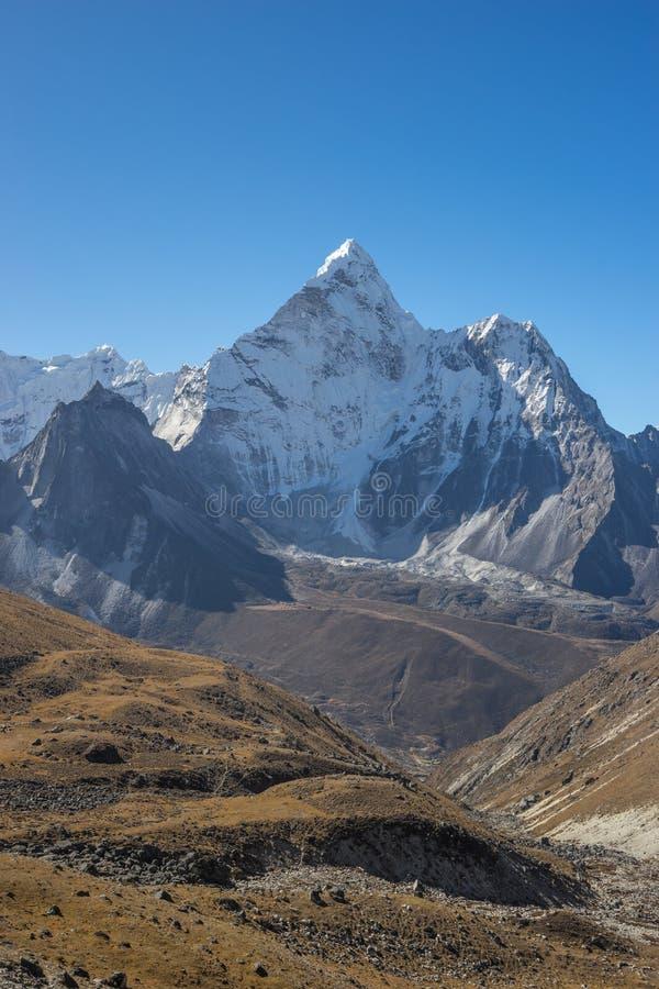 Θέα βουνού Dablam Ama από το πέρασμα Λα Kongma στοκ φωτογραφίες