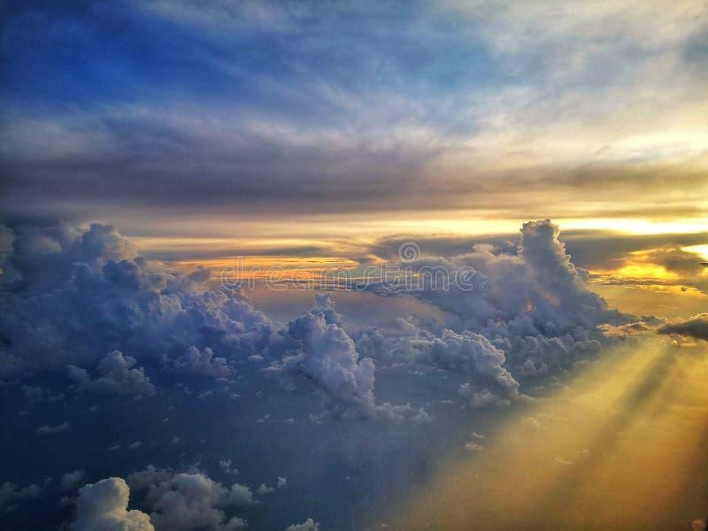 Θέα ηλιοβασίλεμα από τον ουρανό στοκ εικόνες