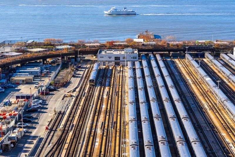 Θέα στην αυλή τρένων στη Νέα Υόρκη στοκ εικόνες