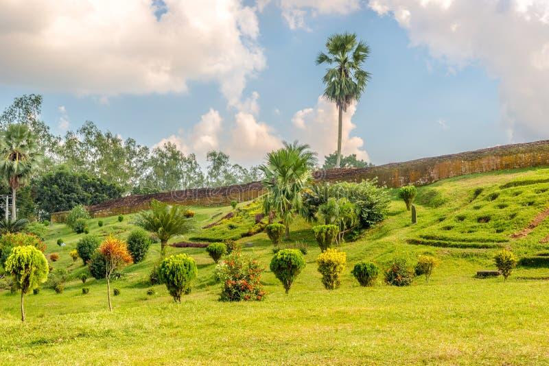 Θέα στον αρχαιολογικό χώρο Mahasthangarh κοντά στο Bogra στο Μπαγκλαντές στοκ εικόνες με δικαίωμα ελεύθερης χρήσης