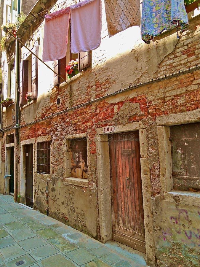 Θέα της Βενετίας στη σκοινί για άπλωμα στοκ φωτογραφίες