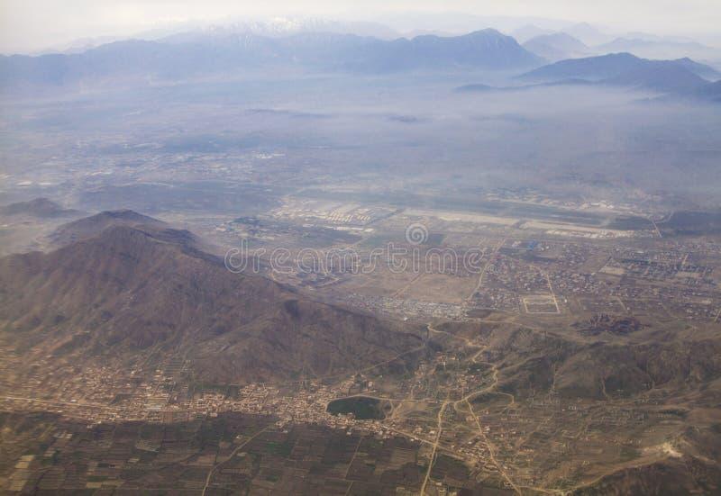 Θέα τοριίου του βουνού του Ινδουιστάν και τη Καμπούλ στην ριεριοχή του Αφγανιστάν στοκ φωτογραφία με δικαίωμα ελεύθερης χρήσης