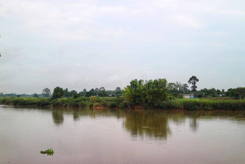 Θέα του τοπίου της προκυμαίας, χωρική ζωή Πρωινή ώρα στο Nakhon Sawan της Ταϊλάνδης στοκ φωτογραφίες