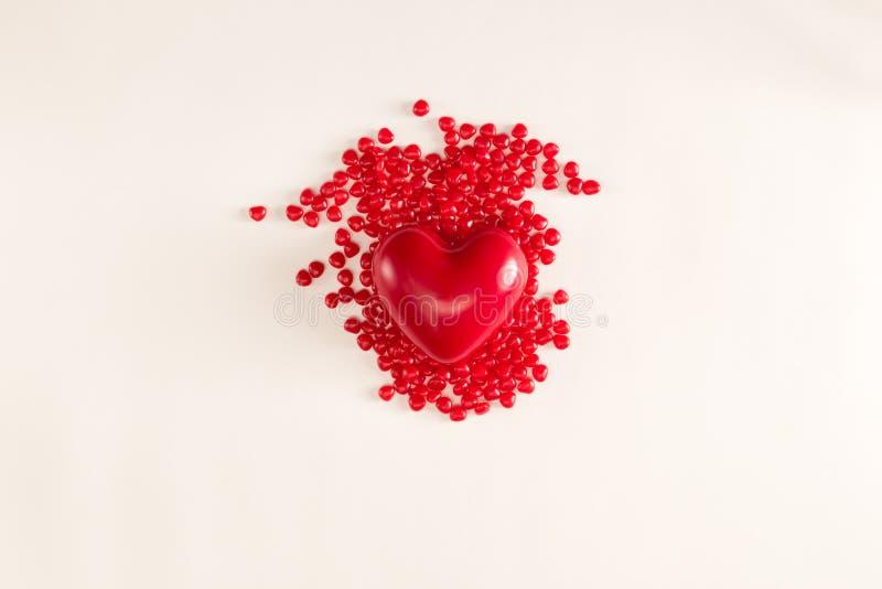 Θέμα ημέρας βαλεντίνου με τις καραμέλες καρδιών στοκ εικόνες