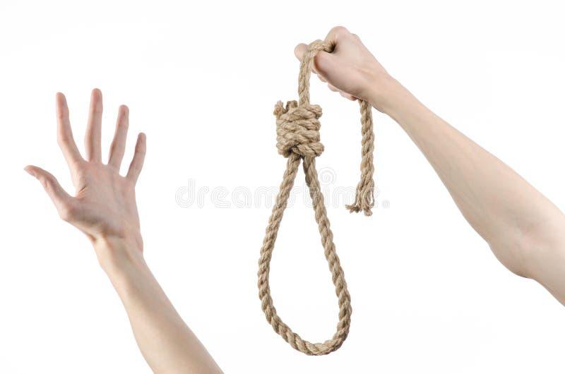 Θέμα λιντσαρίσματος και αυτοκτονίας: το ανθρώπινο χέρι που κρατά έναν βρόχο του σχοινιού για την ένωση στο λευκό απομόνωσε το υπό στοκ φωτογραφίες