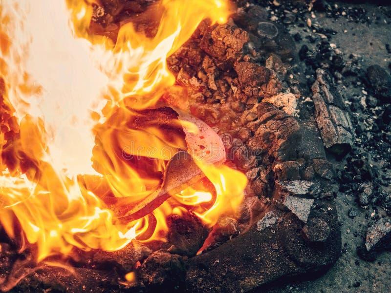Θέρμανση του horseshooe Κινητή εστία - σφυρηλατήστε στοκ εικόνες