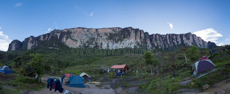 Θέση για κατασκήνωση στον τρόπο στο tepui Roraima, Gran Sabana, Βενεζουέλα στοκ εικόνα με δικαίωμα ελεύθερης χρήσης