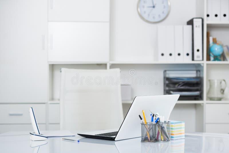 Θέση εργασίας στην αρχή στοκ εικόνες