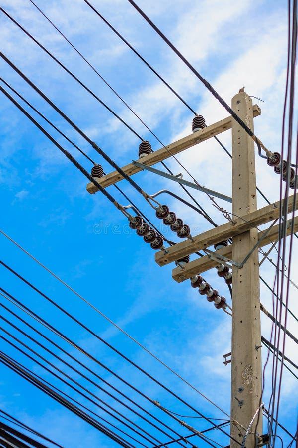 Θέση ηλεκτρικής δύναμης με το καλώδιο στοκ φωτογραφία με δικαίωμα ελεύθερης χρήσης