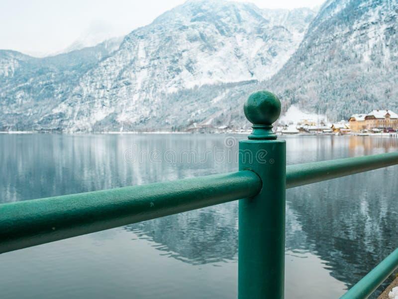 θέση στο χωριό τοπίων χιονιού χειμερινής εποχής βουνών λιμνών hallstatt στοκ φωτογραφία με δικαίωμα ελεύθερης χρήσης