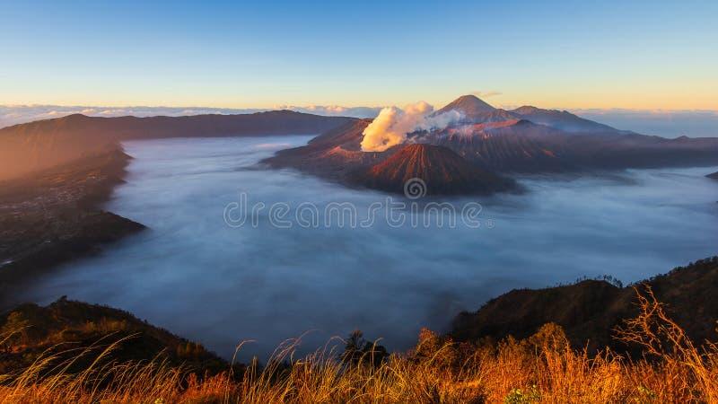Θέση ταξιδιού φύσης ορόσημων ανατολής ηφαιστείων Bromo της Ινδονησίας στοκ εικόνες