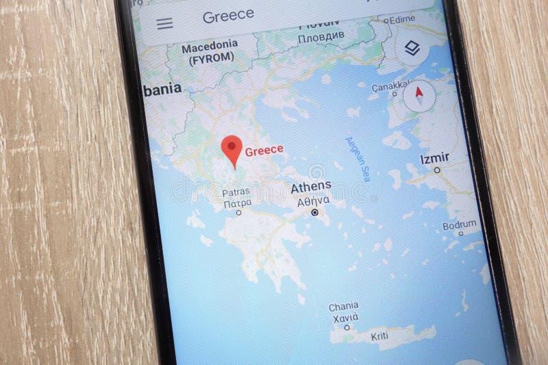 Θέση της Ελλάδας στο Google Maps που επιδεικνύεται σε ένα σύγχρονο smartphone στοκ φωτογραφία
