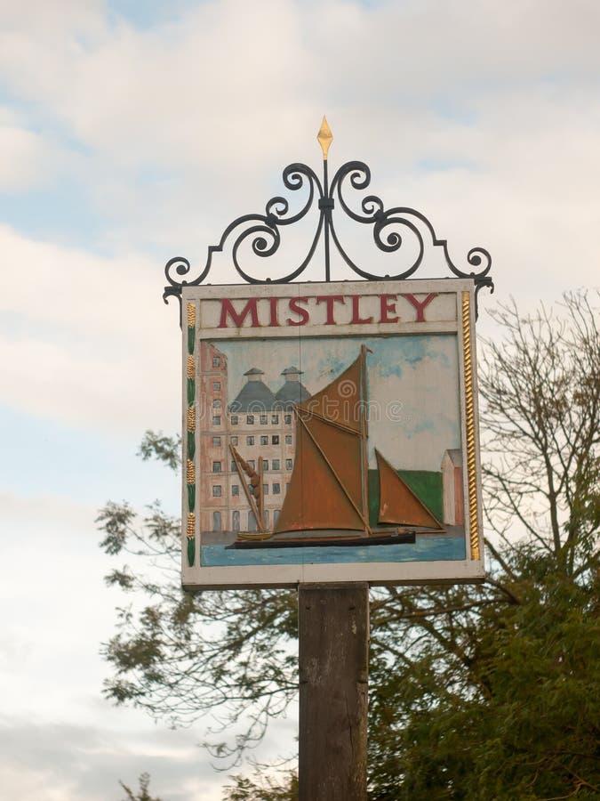 Θέση του χωριού σημαδιών Mistley έξω από τη βάρκα της του χωριού Αγγλίας στοκ φωτογραφία με δικαίωμα ελεύθερης χρήσης