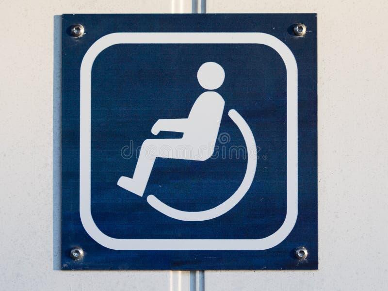 Θέστε εκτός λειτουργίας την τουαλέτα ή το σημάδι WC στην πόρτα μπλε και άσπρος στοκ εικόνες με δικαίωμα ελεύθερης χρήσης