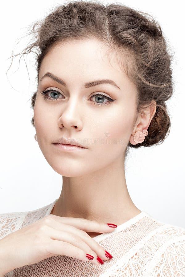 θέτοντας νεολαίες γυναικών στοκ εικόνες