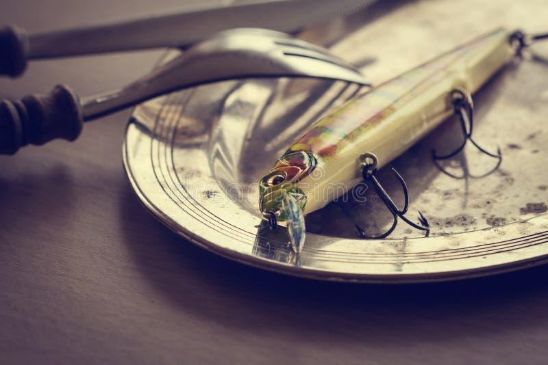Θέλγητρο αλιείας σε ένα πιάτο στοκ εικόνα