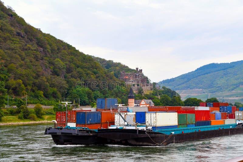 Θαλάσσιες μεταφορές στον ποταμό Ρήνο στοκ φωτογραφίες