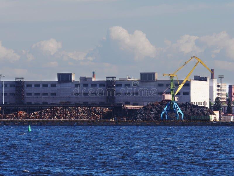 Θαλάσσιος γερανός, μέταλλο απορριμμάτων στοκ εικόνες με δικαίωμα ελεύθερης χρήσης