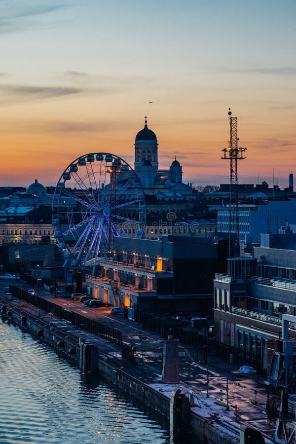 Θαυμάσια εικονική παράσταση πόλης βραδιού του Ελσίνκι, Φινλανδία στοκ φωτογραφία