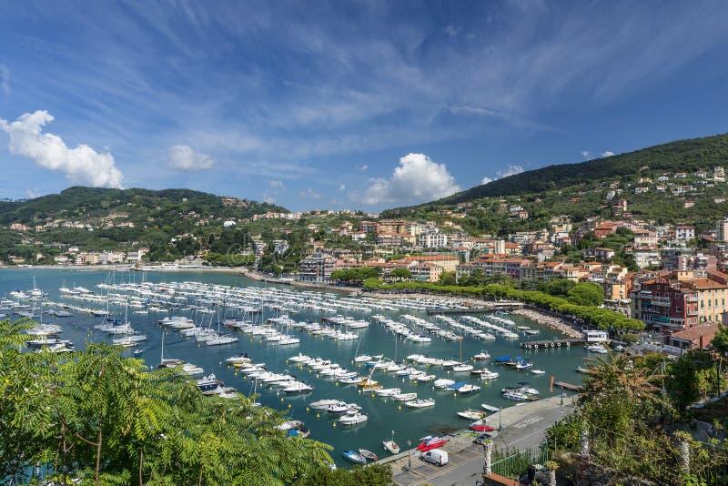 Θαυμάσια εναέρια άποψη της μαρίνας Lerici, Λα Spezia, Λιγυρία, Ιταλία στοκ εικόνα