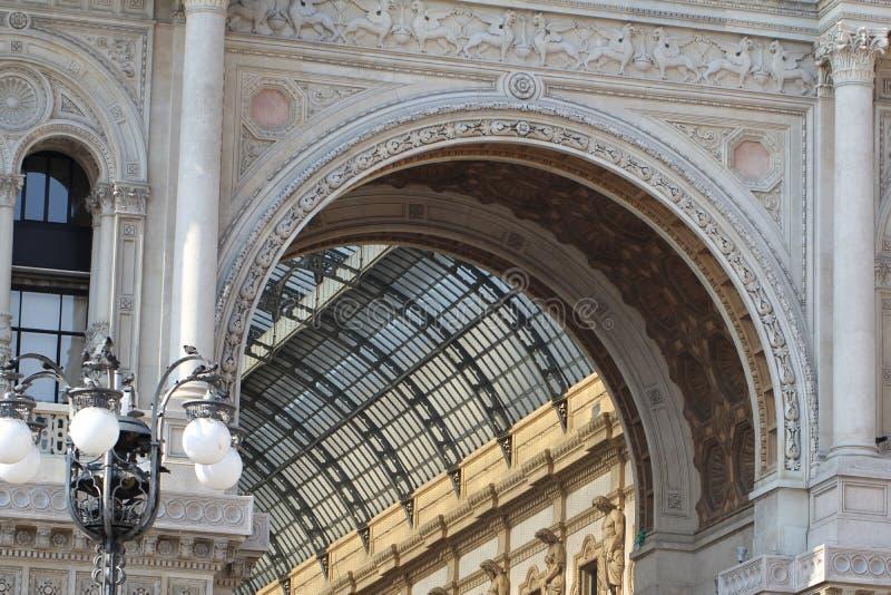 Θαυμάσιο εσωτερικό σχέδιο διακοσμήσεων του Galleria Vittorio Emanuele ΙΙ στο Μιλάνο, Ιταλία, η παλαιότερη λεωφόρος αγορών του Μιλ στοκ φωτογραφίες με δικαίωμα ελεύθερης χρήσης