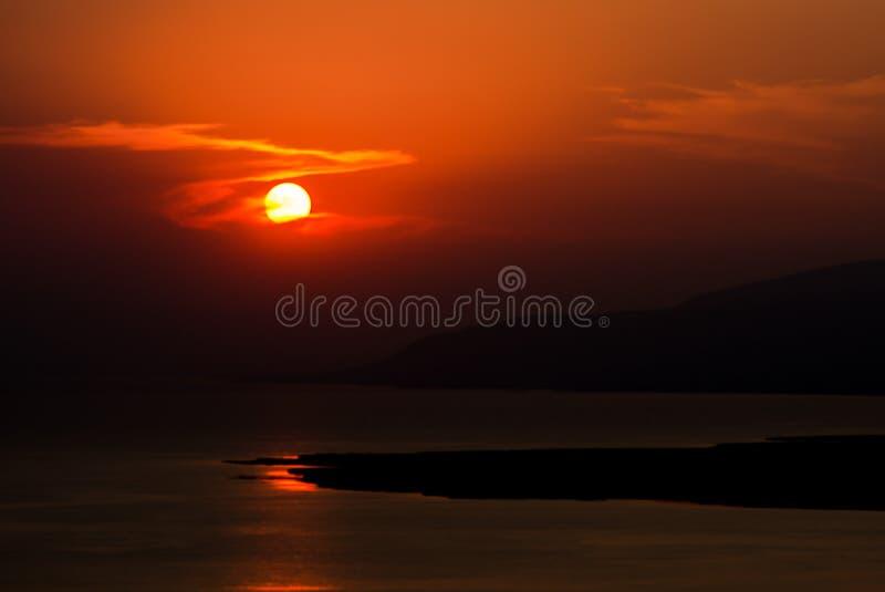 Θαυμάσιο ηλιοβασίλεμα πέρα από τη λίμνη Iznik, Τουρκία στοκ εικόνες με δικαίωμα ελεύθερης χρήσης
