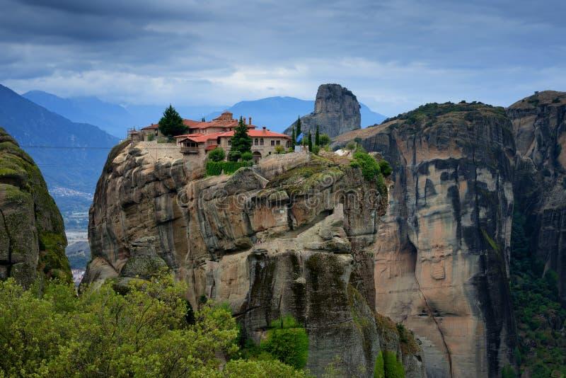 Θαυμάσιο τοπίο φθινοπώρου Ιερή τριάδα μοναστηριών, Meteora, Ελλάδα στοκ εικόνα