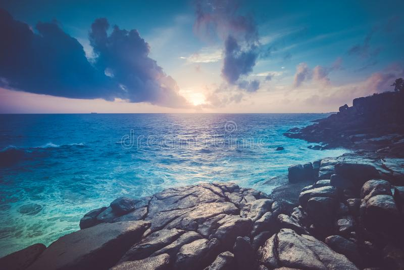 Θαυμάσιο ωκεάνιο τοπίο ηλιοβασιλέματος Unawatuna στοκ εικόνες