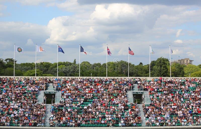 Θαυμαστές αντισφαίρισης στο δικαστήριο Philippe Chatrier σε LE Stade Roland Garros κατά τη διάρκεια του Roland Garros 2015 στοκ φωτογραφία με δικαίωμα ελεύθερης χρήσης