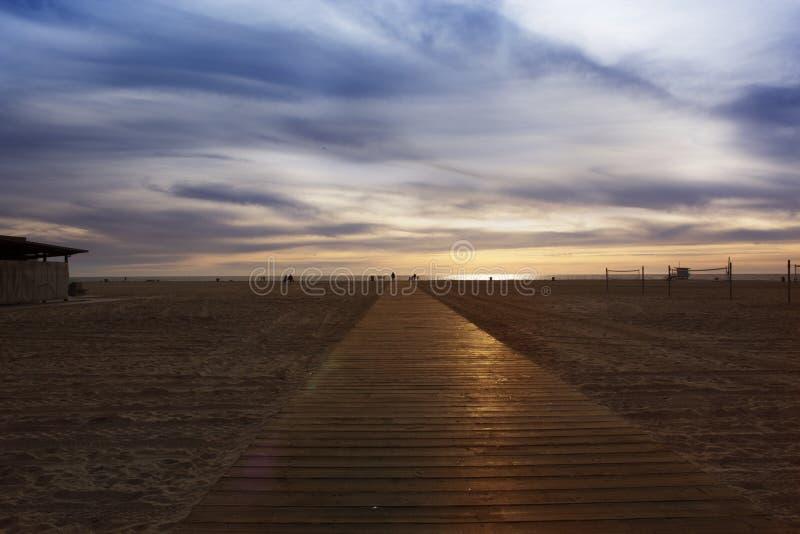 Θαλάσσιος περίπατος παραλιών Ξύλινος θαλάσσιος περίπατος στην παραλία στοκ φωτογραφία με δικαίωμα ελεύθερης χρήσης