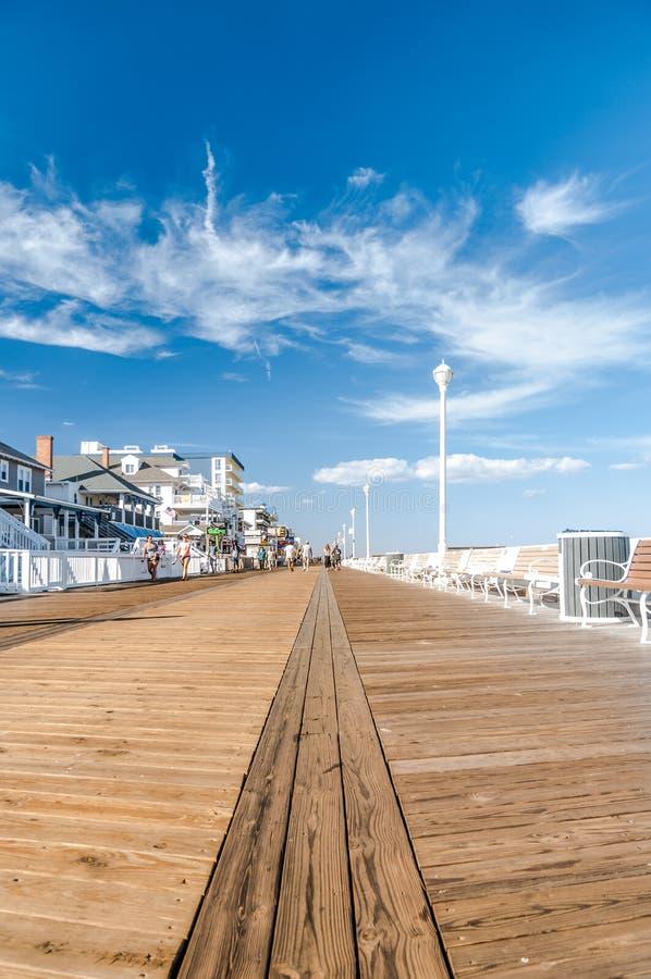 Θαλάσσιος περίπατος στην ωκεάνια πόλη στοκ εικόνα με δικαίωμα ελεύθερης χρήσης