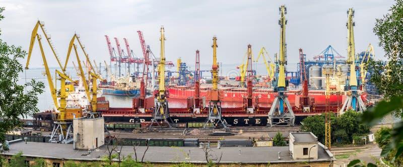 Θαλάσσιο πανόραμα της Οδησσός εμπορικών λιμένων στοκ εικόνα με δικαίωμα ελεύθερης χρήσης