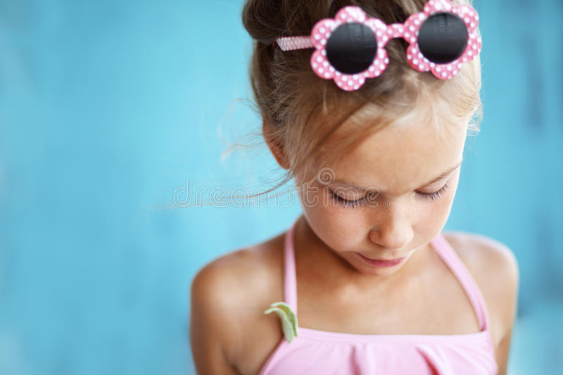 Θαλασσινό κοχύλι εκμετάλλευσης παιδιών στοκ φωτογραφία με δικαίωμα ελεύθερης χρήσης