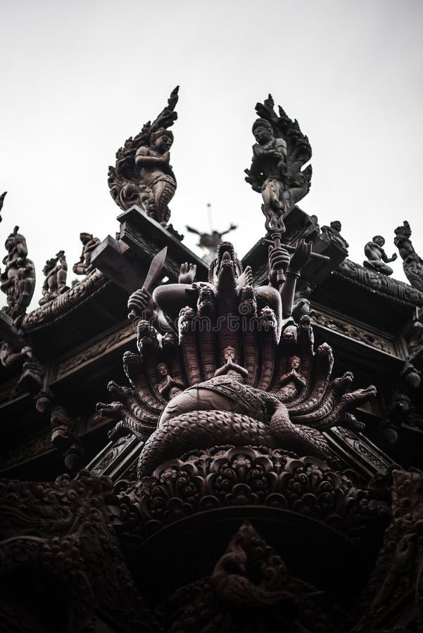 Θεά-Θεά, άγαλμα του ξύλου, εξωτερική αρχιτεκτονική, Ιερό της Αλήθειας, Ταϊλάνδη στοκ εικόνα με δικαίωμα ελεύθερης χρήσης