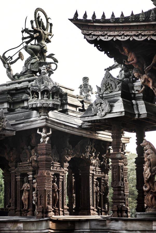 Θεά-Θεά, άγαλμα του ξύλου, εξωτερική αρχιτεκτονική, Ιερό της Αλήθειας, Ταϊλάνδη στοκ εικόνες