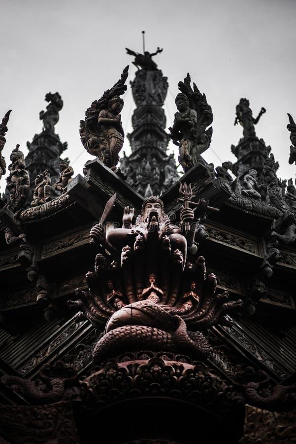 Θεά-Θεά, άγαλμα του ξύλου, εξωτερική αρχιτεκτονική, Ιερό της Αλήθειας, Ταϊλάνδη στοκ εικόνες με δικαίωμα ελεύθερης χρήσης