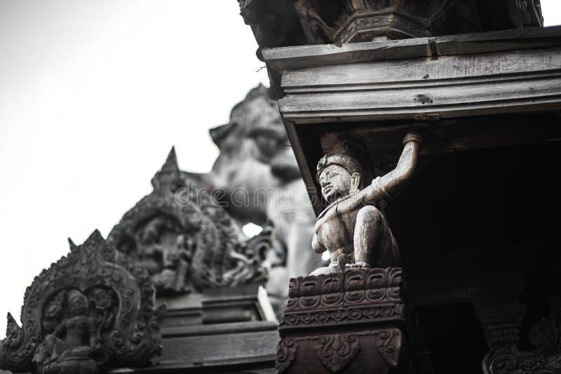 Θεά-Θεά, άγαλμα του ξύλου, εξωτερική αρχιτεκτονική, Ιερό της Αλήθειας, Ταϊλάνδη στοκ φωτογραφία με δικαίωμα ελεύθερης χρήσης