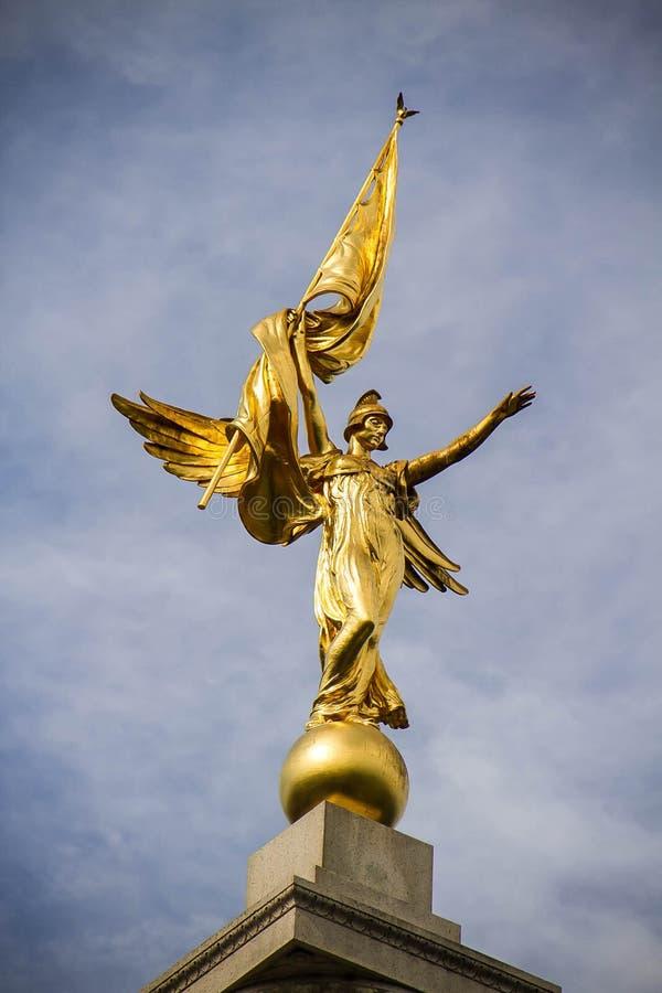 Download θεά χρυσή στοκ εικόνα. εικόνα από με, αγγέλου, άγαλμα - 62711311