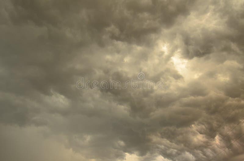 Θεαματικά θυελλώδη σύννεφα στοκ εικόνα