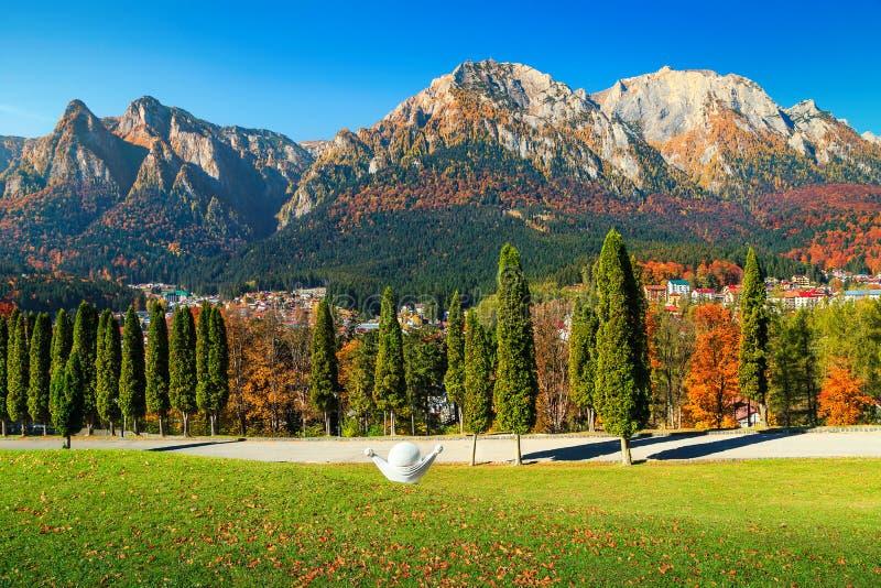 Θεαματική κοιλάδα Prahova το φθινόπωρο, Busteni, Τρανσυλβανία, Ρουμανία, Ευρώπη στοκ φωτογραφία με δικαίωμα ελεύθερης χρήσης