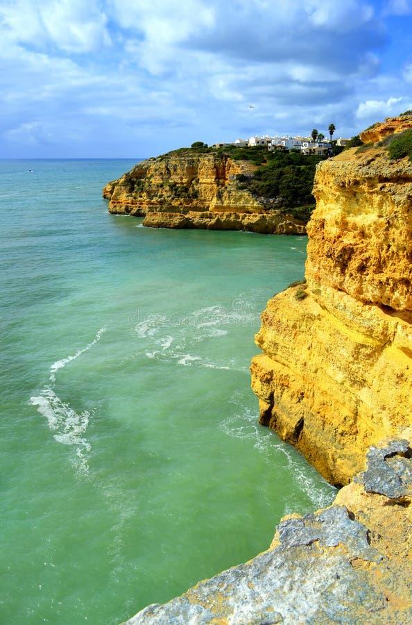 Θεαματικοί σχηματισμοί βράχου στην παραλία Benagil στην ακτή του Αλγκάρβε στοκ φωτογραφίες με δικαίωμα ελεύθερης χρήσης