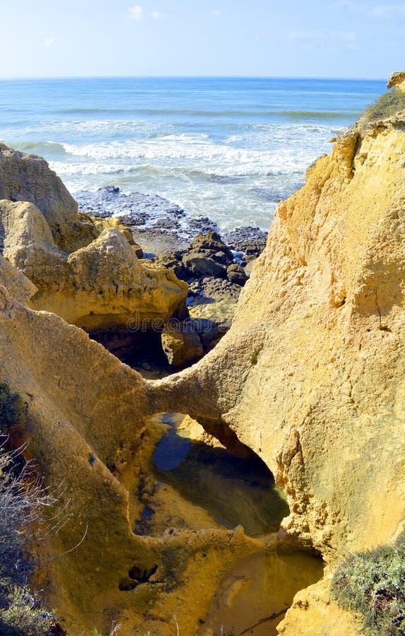 Θεαματικοί σχηματισμοί βράχου στη θύελλα Praia DA στοκ φωτογραφία