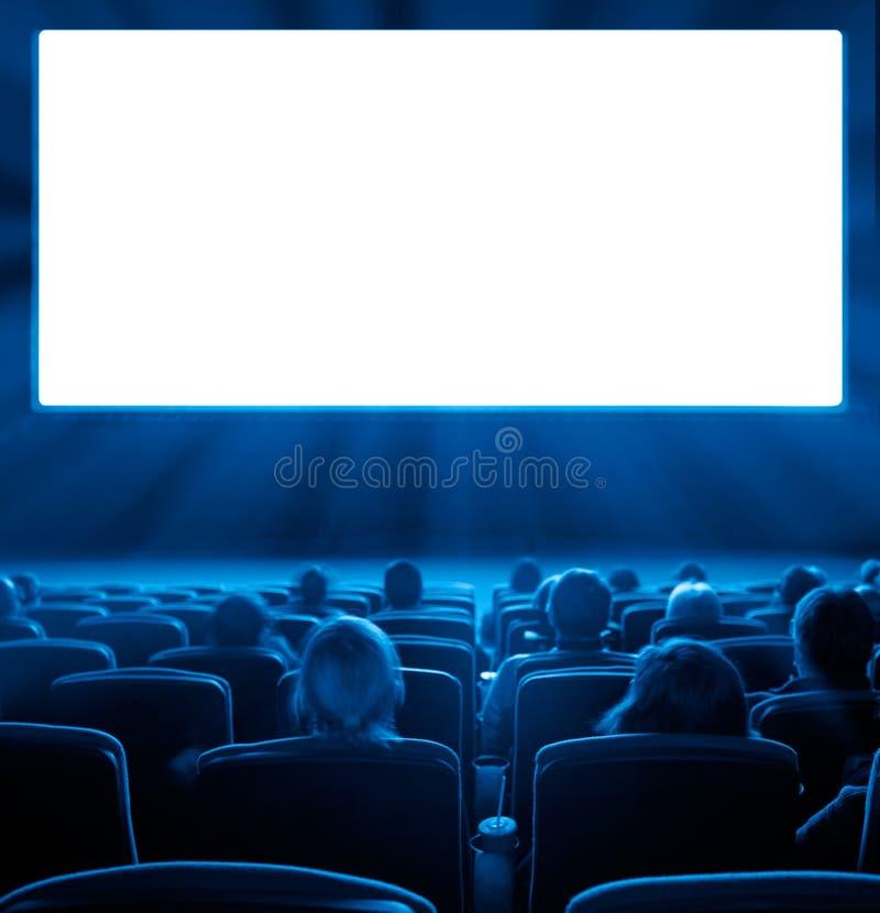 Θεατές στη κινηματογραφική αίθουσα, μπλε τονισμός στοκ φωτογραφίες