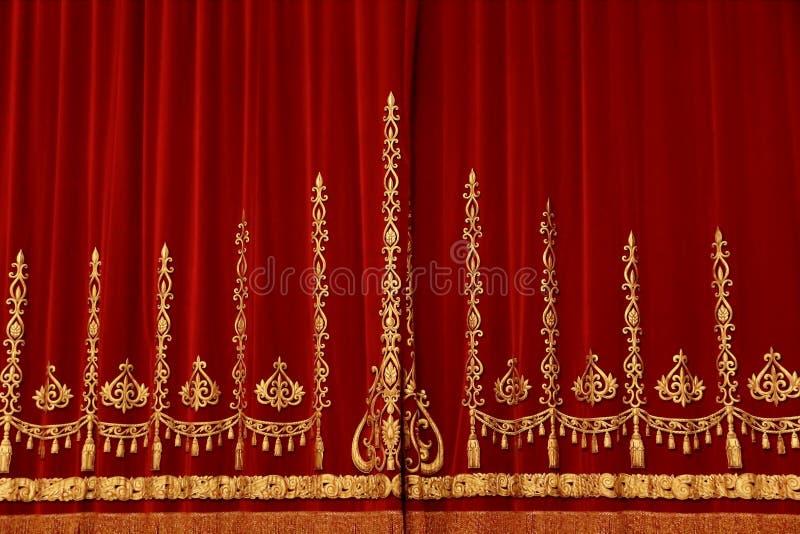 Θεατρική κόκκινη κουρτίνα στοκ εικόνα