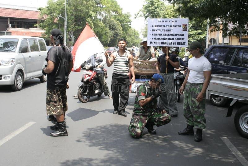 Θεατρικός στρατός Ινδονησία δράσης μελών στοκ εικόνα