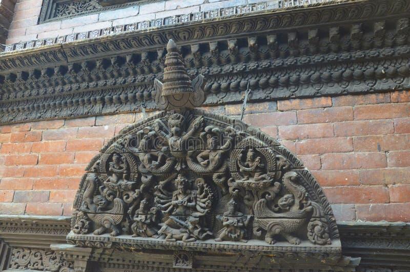 Θεοί που χαράζονται ινδοί στο ξύλο στοκ εικόνες